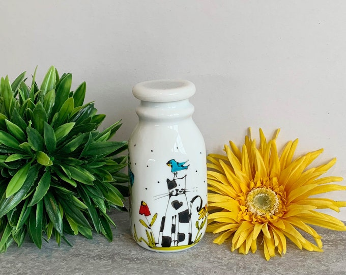 Creamer vintage-style white stoneware cat hand painted