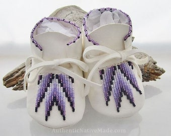 Girls Purple Baby Shoes, Soft Soled White Shoes, Birthday Gift, Lavender Beaded Moccasins, Native American Leather Moccs, Independence Day