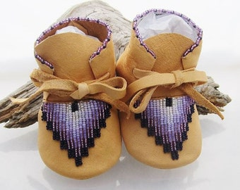 Purple Lavender & White Beaded Baby Moccasins, Mother's Day Gift, Girls Birthday Gift, Soft Soled Shoes, Native American Leather Moccasins