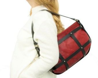 Leather bag in red and black
