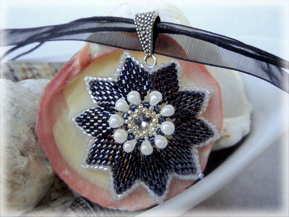 Starflower pendant beading TUTORIAL