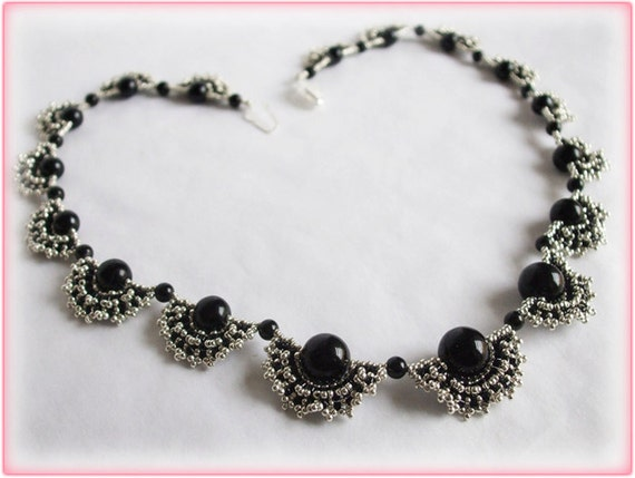Black fans necklace beading TUTORIAL