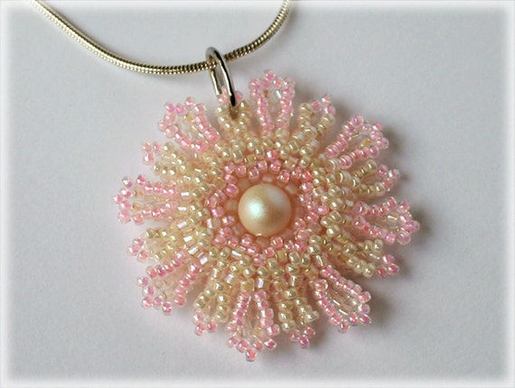 Lily pendant beading TUTORIAL