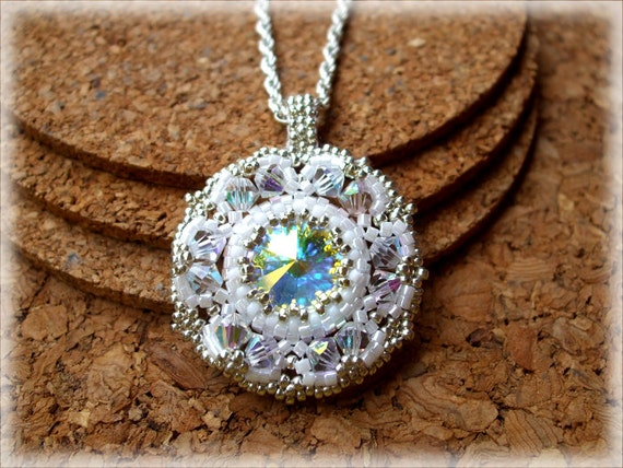 Whitely pendant beading TUTORIAL