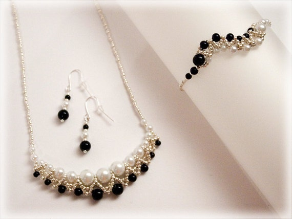 Black and white set beading TUTORIAL