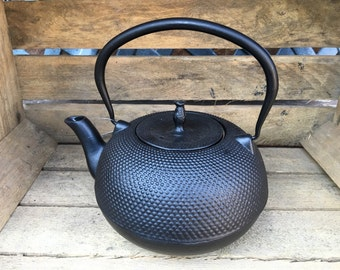 Cast Iron Japanese Tea Pot Teapot / Kettle Large 1.5L Solid Made Traditional Oriental Decorative Style Black by Victor Cookware - CWE060