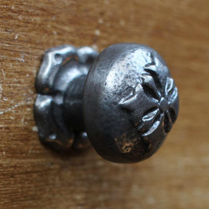 1 x Fleur De Lys Handle Vintage Antique Style Drawer Pulls Cabinet Kitchen Cupboard Door Knobs Pulls Plain Black /& Iron Style 4,5,7