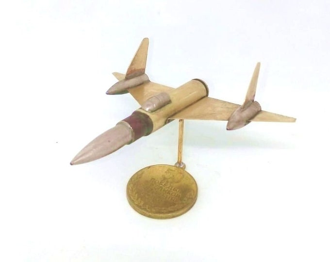 Trench Art American Strategic Reconnaissance Aircraft Lockheed SR-71 Blackbird Model Made from WW2 Shells Cartridges Toy