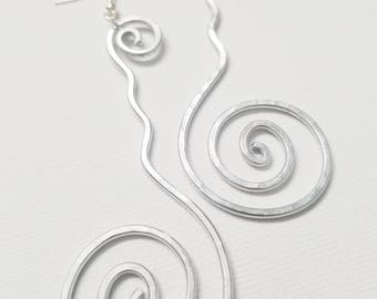 Hip'Notic Squared Spiral Hammered Earrings