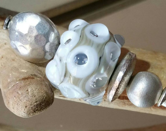 "Beige and white lampwork ""Cotentin"" bubble bead brooch"