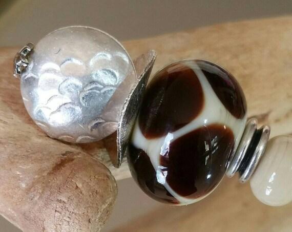 """Fibula """"Savannah"""" beige and Brown Lampwork beads"""