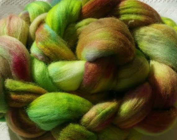 "Wool spinning, felting, quilting or knitting arms, shades of green ""Guiana"" hand dyied wool"