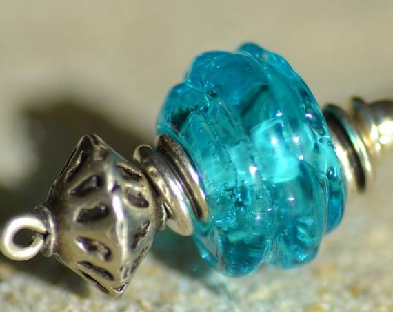 Vintage style brooch turquoise lampwork bead