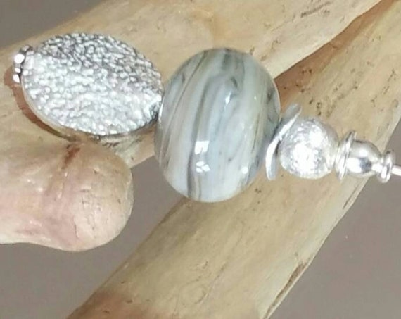 "Fibula lampwork ivory and gray ""Sédiment"" bead"