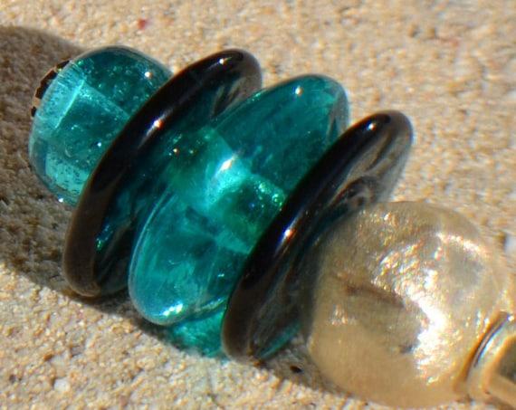 "Fibula ""Lagoon"" turquoise blue lampwork beads"