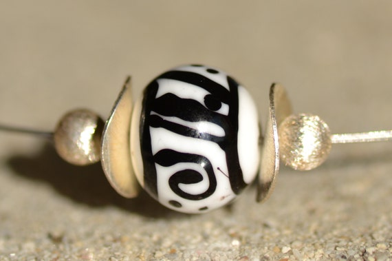"Crew neck ""Graffity"" black and white Lampwork Glass Bead"