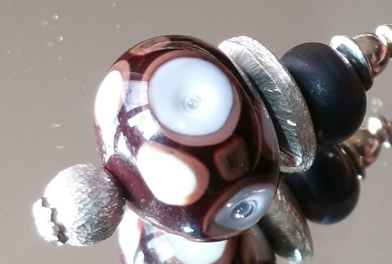 """Fibula with Brown Lampwork beads and gold with bubbles """"Checkerboard"""" finition"""