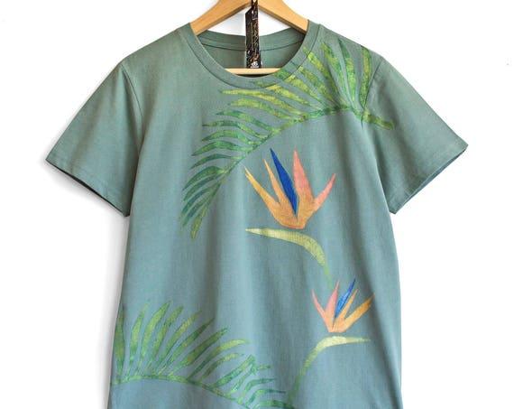BIRD OF PARADISE t shirt. Sage green t-shirt with tropical motive print.
