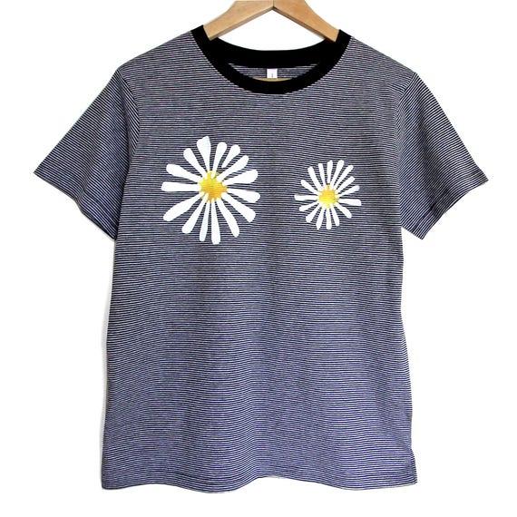 M DAISIES t shirt. Cotton black stripeT shirt with flowers. Black t-shirt with daisies