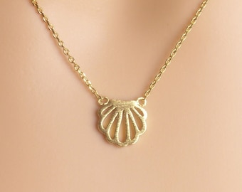 sea shell pendant Necklace, Dainty scallop shell Necklace, birthday present,Gift idea,Summer jewelry, beach jewelry