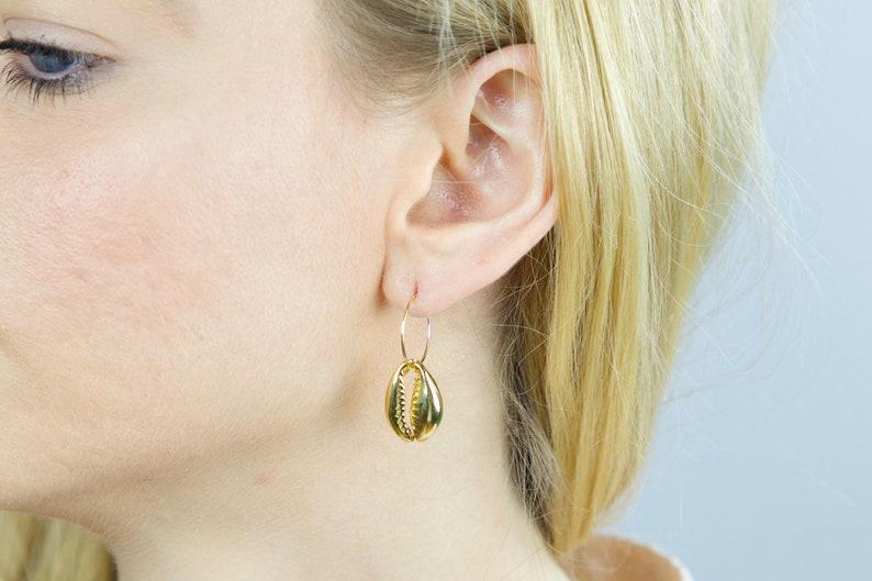 Shell hoops Cowrie Boho earrings Beach jewelry Gold cowrie shell hoop earrings,Cowrie shell earrings Minimal jewels Shell earrings