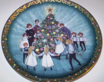 P Buckley Moss LE Collectible Plate A Family Christmas Amish Family Plate in Org Box w/COA Anna Perenna Plate