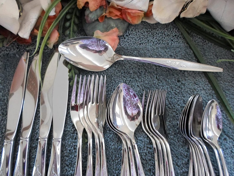 WOODMERE Oneida USA 188 Community Line Stainless 25pcs 4 Place Sets 2x Teas Serving Spoon Excellent!