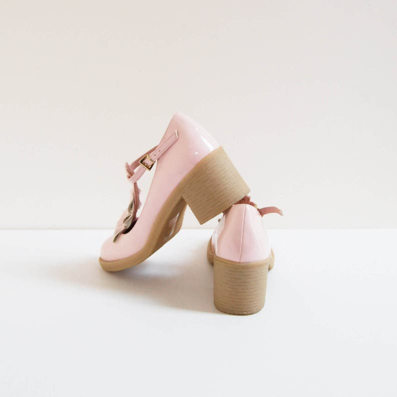 vintage uk5 patent leather t-strap heels Baby Pink Mary Jane