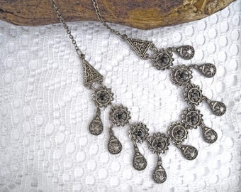 Vintage metal necklace with onix
