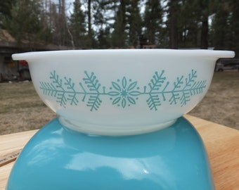 Pyrex Frost Garland, Pyrex Turquoise Promotional 023 Frost Garland, 1 1/2Qt Pyrex Casserole Dish
