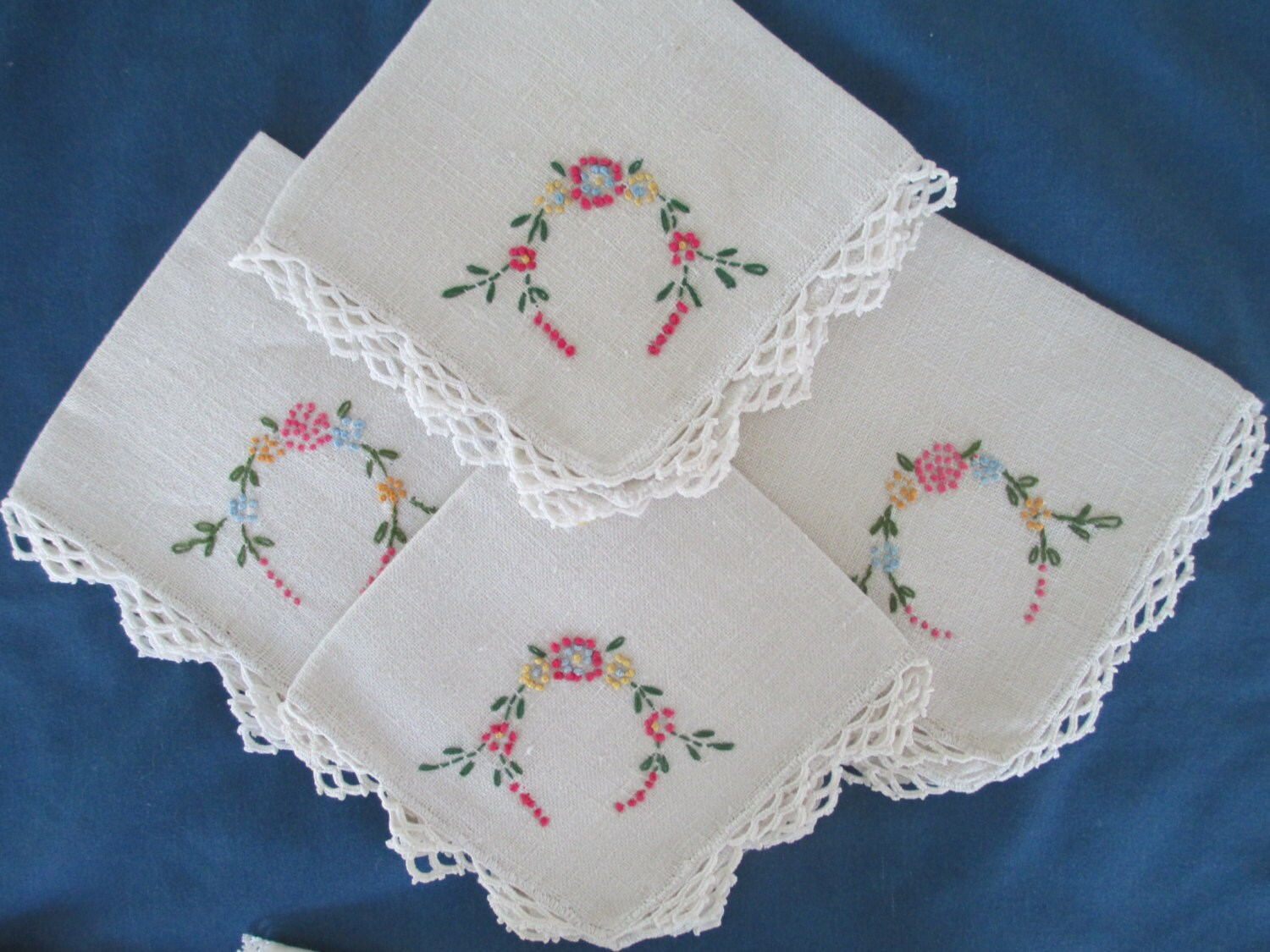 Vintage White Shabby Chic Embroidered Floral Napkins Set