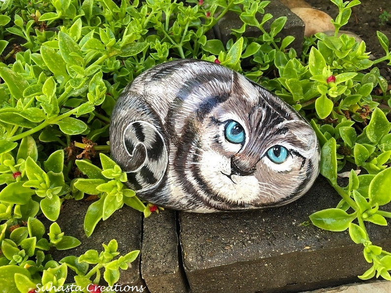 Brown and white Cat Rock, Hand Painted Stone Art,Painted Stone Cat, pet  lover Cat Painting,Animal Gift, Cat Lover, Pet Rock, Kitten Painting