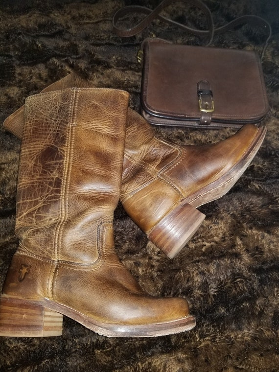 FRYE CAMPUS Frye Distressed Leather Boots, Size 6M
