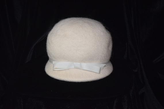 ef8ca92567da7 Vintage wool and angora cloche hat cream white wool hat   Etsy