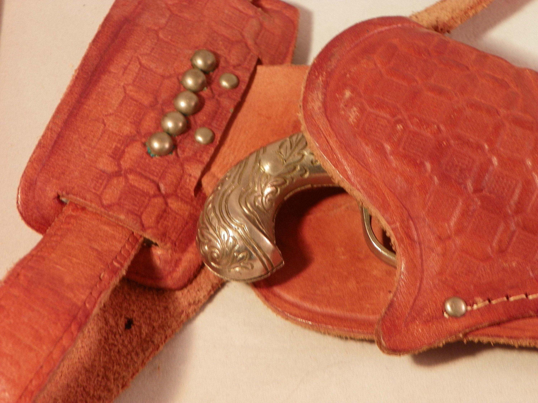 Hubley Midget Flintlock Cap Gun with Holster 1950's Toy USA