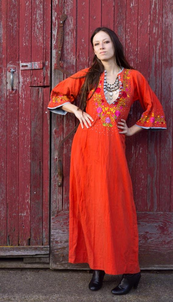 Amazing Folk Dress, Vintage Embroidered Floral Ora