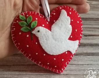 Felt White dove of Peace ornament, Red Heart Christmas decoration, Christmas decor, Felt bird ornament / MADE TO ORDER