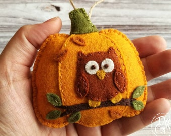 Pumpkin ornaments with Owl and colorful leaves, Fall decorations, Autumn decor, Wool Felt  ornament - 1 ornament / MADE TO ORDER