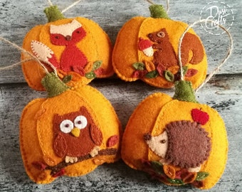 Set of 4 Woodland Pumpkin ornaments with Fox, Hedgehog, Owl and Squirrel, Fall decorations, Autumn decor / MADE TO ORDER