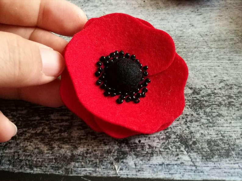 Red Anemone brooch, wool felt Red flower brooch, Red poppy brooch pin, Red  black flower brooch, Christmas gift for her / MADE TO ORDER