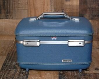 Vintage Train Case, vanity case, railroad train case, travel case, luggage, great vintage blue color, hardside train case, inside very clean