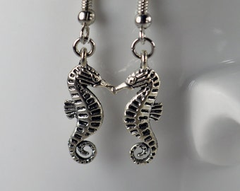 Earrings, small sea horses, cute pair of earrings evoke the sea and ocean
