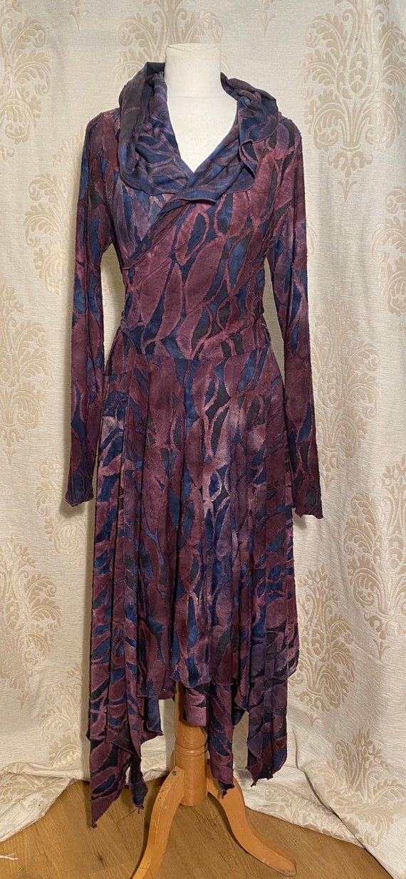 Beautiful wrap dress with hoodie, ausbrenner purple leaves.
