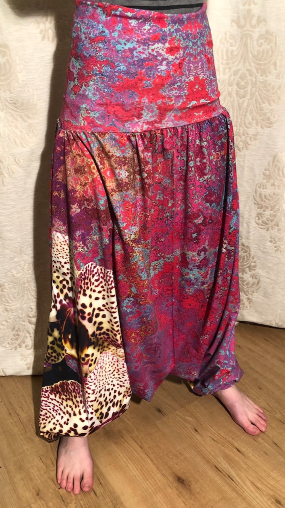 Harem pants with fantasy print with orchid