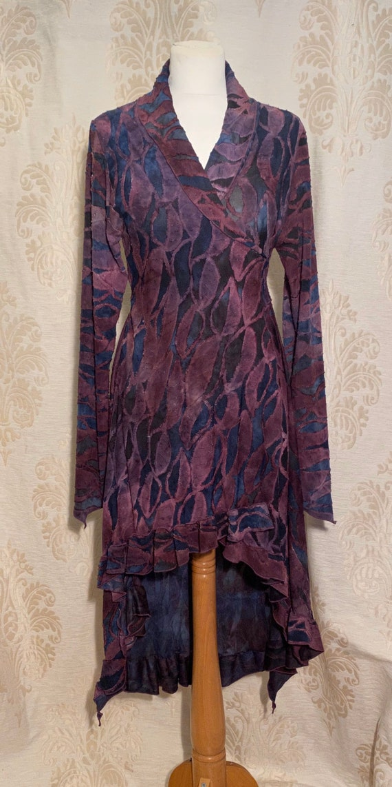 Smooth wrap top with collar, ausbrenner purple leaves.