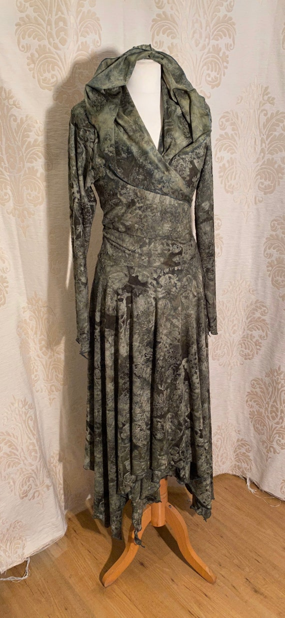 Beautiful wrap dress with hoodie, ausbrenner green leaves.