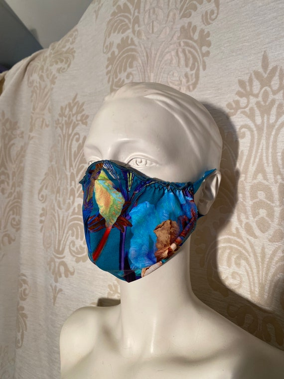 Mouthcaps (2 pieces) with floral print and elastic cord.