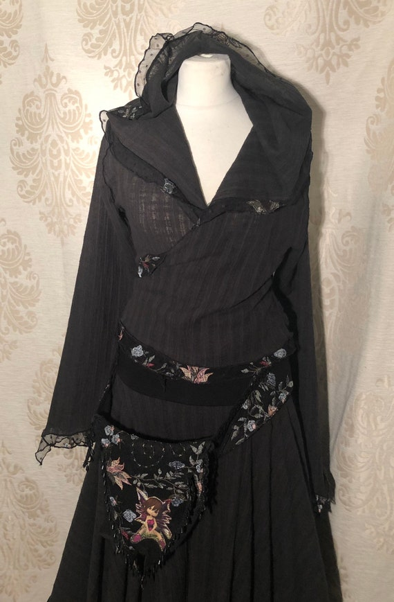 Black wikkeltop with lace edge and hood