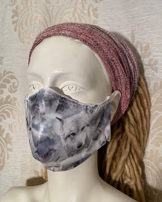 Mouthcaps (2 pieces) with wolf print and elastic cord.
