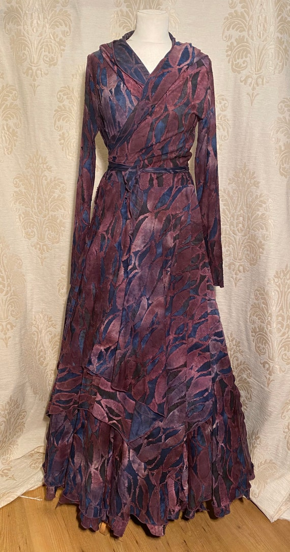 Beautiful wrap dress with hoodie and skirt. Set ausbrenner with purple leaves.